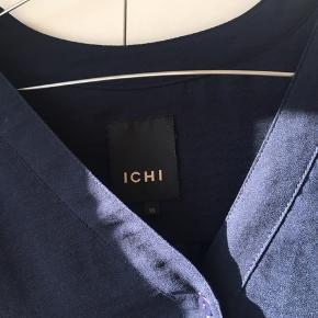 Flot skjorte fra ICHI med knapper. Str xs