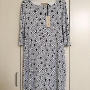 Nilo dress, aldrig prøvet. Nypris: 2.380 kr.