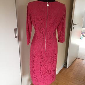 Flot pink/rosa blondekjole fra Inwear. str. 36, 3/4 lange ærmer, foret, lynlås i ryg. Aldrig brugt.
