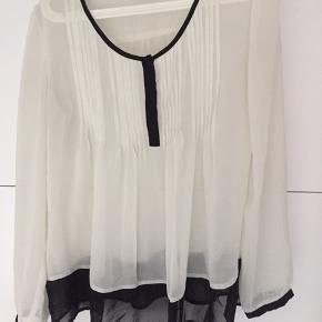 Fin transparent skjorte, brugt en sæson.
