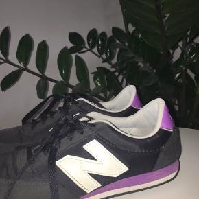 New balance sneakers   Lidt slidt ude i spidsen men ellers fin   Np:?  Skriv hvis i er interesseret til nummeret 60708806.
