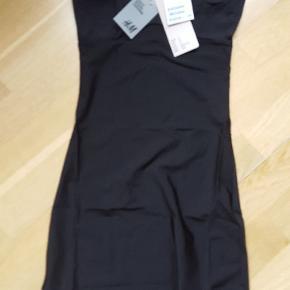 Let shape kjole,  sort str. S
