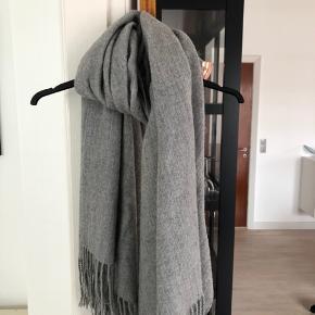 Flot stort gråt tørklæde fra Pieces #30dayssellout