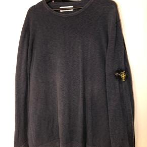 Stone Island sweatshirt. Fitter XXL. Lille hul på ryggen, kan nemt sys.