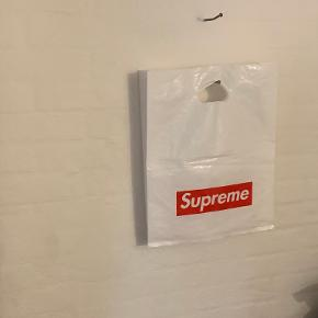 Supreme anden accessory