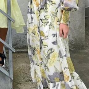 Helt ny super flot kjole fra Love & Divine med underkjole, stadig med mærke på 💕🌸