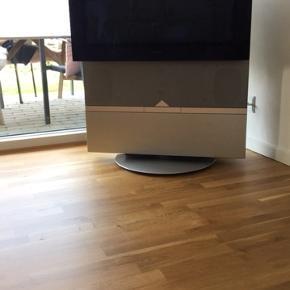 Bang & Olufsen oldschool TV  Lækkert fjernsyn med drejefunktion.  Defekt videoafspiller, ellers et tv med god lyd og billede. Fjernbetjening er intakt.
