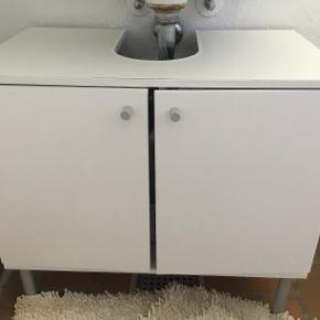 hvide badeværelseskab fra ikea i god stand