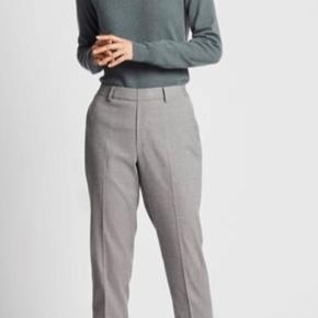 Bukser fra Uniqlo. Købt i en forkert størrelse og sælges derfor.