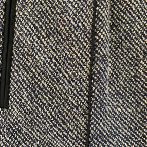 Flot nederdel fra inwear i pæn stand næsten ikke brugt. Elastik i taljen.