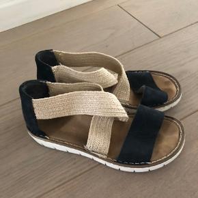 Sælger disse søde sandaler i en str 37 - byd!!!