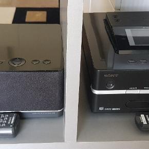 Til hjemmet - Giga Jukebox (Musik center) egnet til opsætning i flere rum. Alt tilbehør, brugsanvisninger, bl. a. 2 højtalere og 2 fjernbetjeninger medfølger. Det er lige som ny. Købspris 7.000 kr.