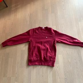 Sælger denne super lækre Champion Reverse Weave trøje. Den er næsten som ny og er kun brugt meget få gange. Der er ingen flaws, pletter eller andre ting der ikke burde være der:) Den er en XL, men fitter ret småt. Det er nemlig derfor jeg sælger den:) Kan nemlig ikke passe den:)  Jeg sælger den til 400kr, fordi jeg gav 700kr for den i tidernes morgen + så fejler den skam heller ikke noget;) Hvis prisen er lidt for stejl så er jeg åben for forhandling:)  Den sendes fra Gadstrup/Snoldelev (Roskilde området) :)