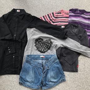 Stribet bluse i bomuld - pudder, råhvid og grå Stribet bluse i bomuld - lys-, mellem- og mørklilla samt grå Skjorteblusekjole - sort T-shirt - mørk grå med pynt på skulderne T-shirt - meleret grå hjertepynt på maven Shorts med justerbar talje - denim  Prisidé dkk 100,00 - kom gerne med et seriøst bud :-)  Forsendelse med DAO dkk 43,95.