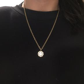 Fin halskæde fra Dyrberg/kern  Nypris 649kr Sælges for 85kr plus porto