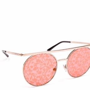 Flotte rosa mønsteret solbriller fra Armani i guld hardware. Sælges med certifikat, etui og Armani boks.