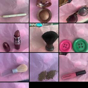 Sælger en hel kasse fyldt med ting mest smykker accessories og sminke!!! Byd byd byd