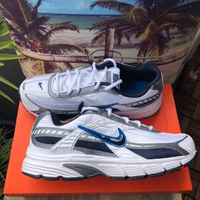 Nike Initiator Str: 45 Cond: Deadstock 10/10 - aldrig brugt eller prøvet på Kommer med boks  Har en masse til salg tag endelig et kig! Sko, tøj og accessories - mænd, kvinder og unisex  Ps: har også størrelse 43 & 44 på min side  Pps. Har 2 par tilgængeligt i denne størrelse