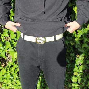❌Jeg sælger dette enormt sprøde Gucci bælte!!!❌  Str 85 Cond: det er i en pæn stand, det har 2 mærker ellers intet, skriv pb for billeder🙌⚠️  God dag😊