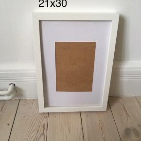 Hvid ramme fra IKEA.  21x30 cm