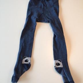 Melton strømpebukser med panda på hælen. Str. 98/104. Har kun været brugt et par gange.