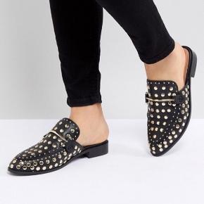 Super fine Steve Madden loafers i str. 41. Brugt få gange, fremstår som nye. Helt udsolgte i butikkerne. Nypris 850 kr. BYD 🙂