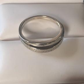 Flot og velholdt sølv ring. Stemplet 925. Str 56