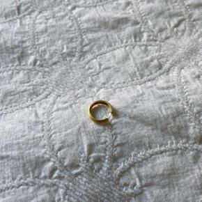 Hvisk ear cuff i guldbelagt sølv. Meget flot stand.
