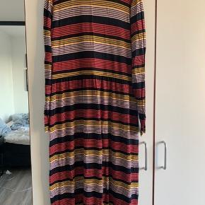 Langærmet, blød og lækker kjole fra Modström. Købt sidste sommer. Fejler intet!