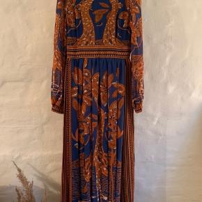 Byd Super flot kjole fra Floryday. Aldrig brugt, da den er for stor til mig og jeg fik ikke returneret den.  Nypris 500kr