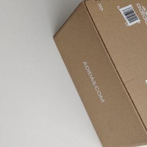 Sælger disse YEEZY ZYON STR 43 1/3 Cond: DS stadig i adidas forsendelsesboks Mp 1700