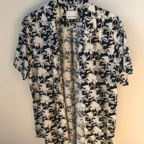 Hawaii skjorte fra Samsøe Samsøe i en str. L NP: 800 MP: 350