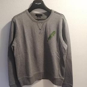Helt ny Alexander McQueen Leaf sweatshirt. Str M, lidt lille i størrelsen. Tags er på. Nyprisen er omkring 5.500,-