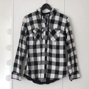 Fed jakke med hætte i str large men kan også passe en medium
