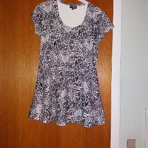Kort kjole med leopardmønster