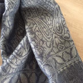 Super lækker blød Pashmina tørklæde - str 200 x 70 cm.  Er mere ny end god men brugt