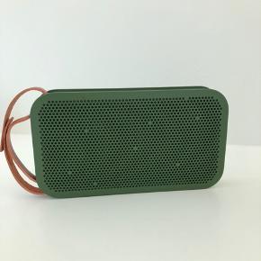 Bang & Olufsen A2 speaker.  Fejler intet, købt i London så der er UK stik men omformer medfølger.  Ny pris 2799