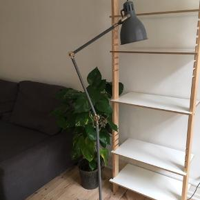 IKEA ARÖD gulvlampe i farven grå sælges billigt pga flytning