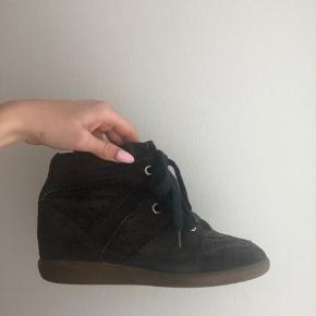 Sælger disse Isabel marant støvler🤎 De er blevet farvet fra mørkeblå til brun. Str 38 De perfekte støvler til arrangementer!