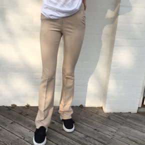 Har to par bukser i str, S, og Xsmall som jeg har bestilt, men ikke kunne passe. Bukserne er aldrig brugt. BYD endelig😁