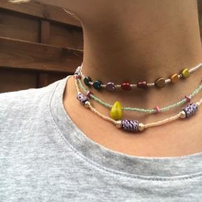 hjemmelavede halskæder 😁😁 nr1 fra toppen: 40kr, 34,5cm SOLGT nr2 fra toppen: 90kr, 37cm nr3 fra toppen: 60kr, 39,5cm