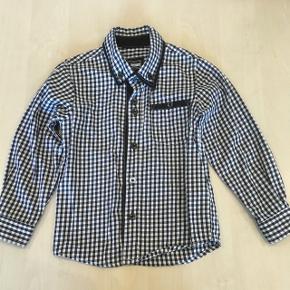Super fin skjorte fra name it. Str. 104 Kun brugt få gange 😊