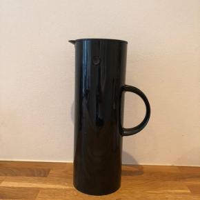 Stelton EM77 termokande, 1 l, sort. Er brugt to gange og fremstår derfor som ny.