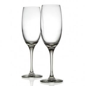 Krystal champagneglas fra Alessi 22 cm og rummer 25 cl. Sælger 6 stk. 4 af glassene er ikke brugt og stadig i æske og 2 er brugt og der er ingen skår. Nypris er 135 kr pr stk. så 810 kr i alt. Sælges samlet for 289 kr.