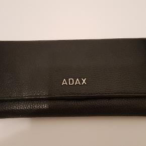 Adax pung