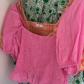 Envii bluse passes af en small og medium. Jeg sender ikke men kan mødes eller afhentes i Kbh området.