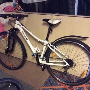 """16"""" trek cykel , 24 shimano gear. 4 år gammel. Brugt max 4 gange.ingen skrammer..."""