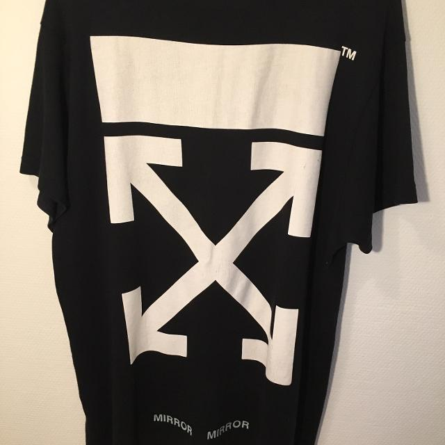 Skjorte, off white , str. M, Det er en sort og