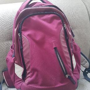 Fin taske fra Satch. Ergonomisk. Penalhus følger med (uden indhold)