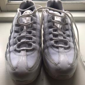 Nike air max 95.   🌸 Velkommen til min shop 🌸  Handler via køb nu. Mødes ik og bytter ikk Mp er prisen som angivet. Skambud og andre ? besvares som udgangspunkt ik. Køb min.3 stk (%sæt) så betaler jeg fragten🌸